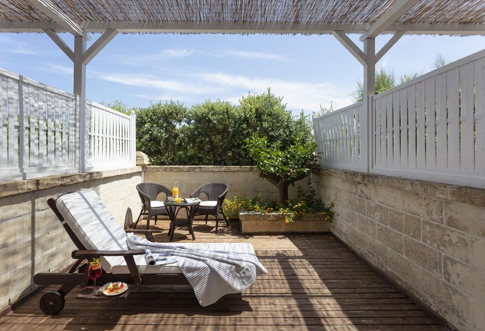 Canne Bianche five stars in Puglia patio image